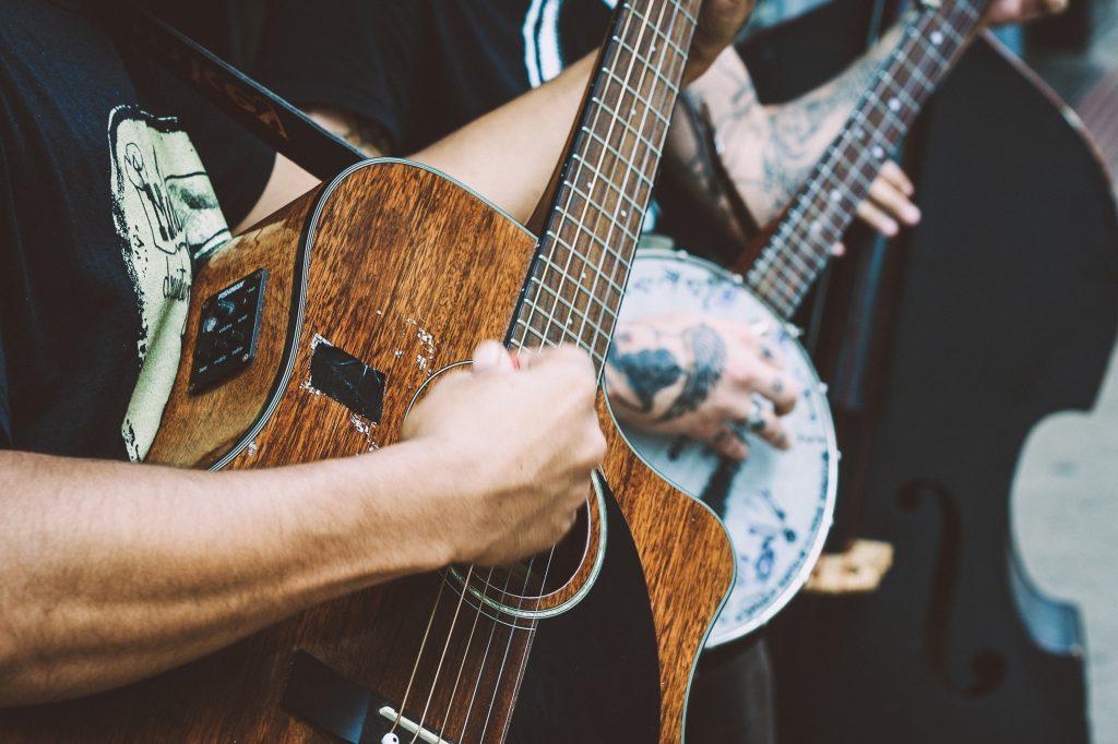 rasgueo en la guitarra