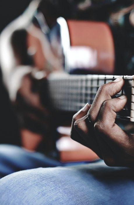 aprender-tocar-guitarra-acustica